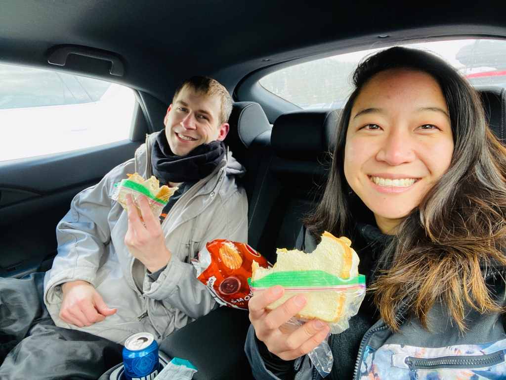 Lunch in car skiing