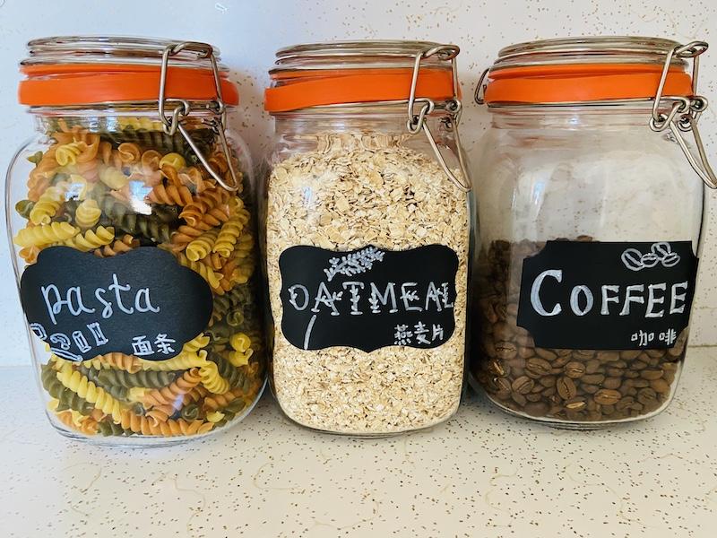Mason jar with multi-lingual labels